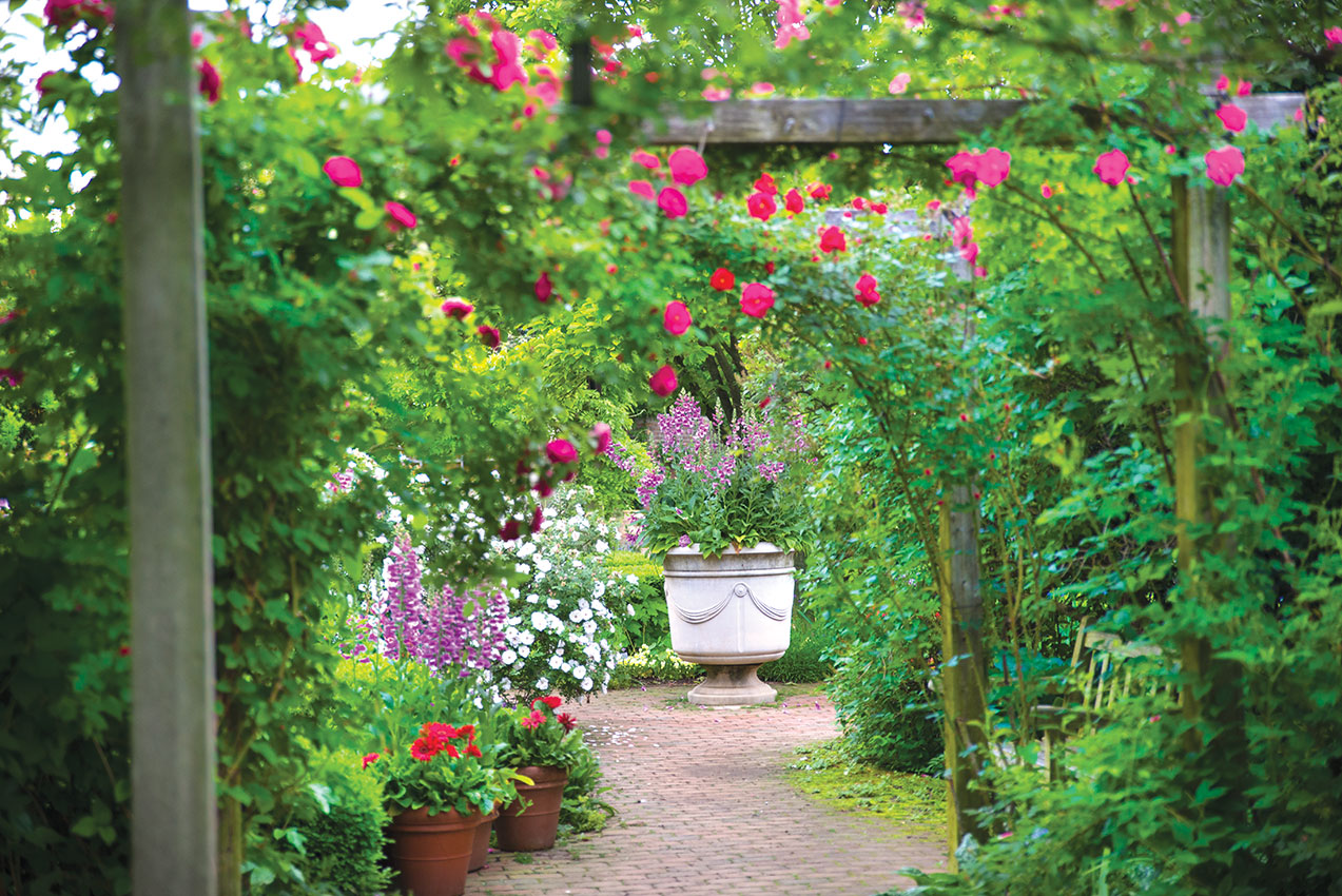 For the ages the english walled garden my chicago for Jardin en ingles