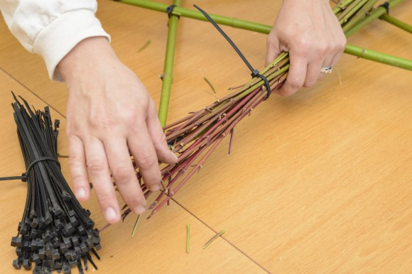 PHOTO: Start with longer twigs; uncut edges point outwards towards the star tips.