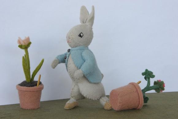 PHOTO: Waud felt figurine of Peter Rabbit.
